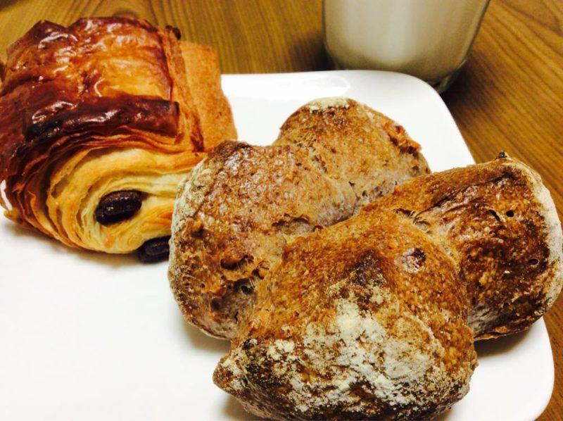 タカナベーカリーさんのパン・オ・ショコラとくるみパン