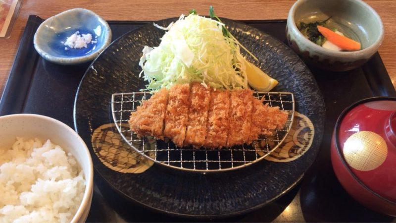 長岡市の「かつ久亭総本店」で食べた『お楽しみランチ880円』のボリュームとゴマすり鉢の使い道