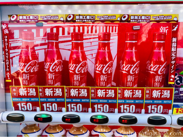 「新潟デザイン」コカコーラスリムボトルを見つけた自販機とお店