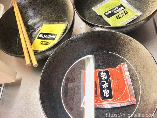 越後製菓の生麺で超本格的ラーメン!失敗しないコツは「少なめ」と「早め」
