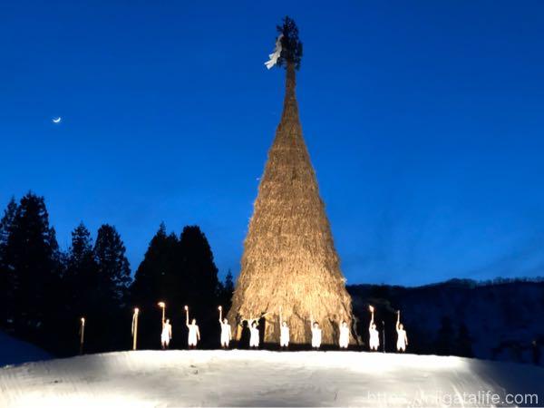 「古志の火まつり」で見た日本一の塞の神に感動!雪中花火と夜空に浮かぶスカイランタン
