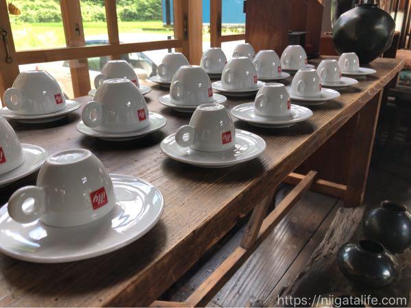 南魚沼古民家カフェ「六つ季の家」でしそジュースをいただく。