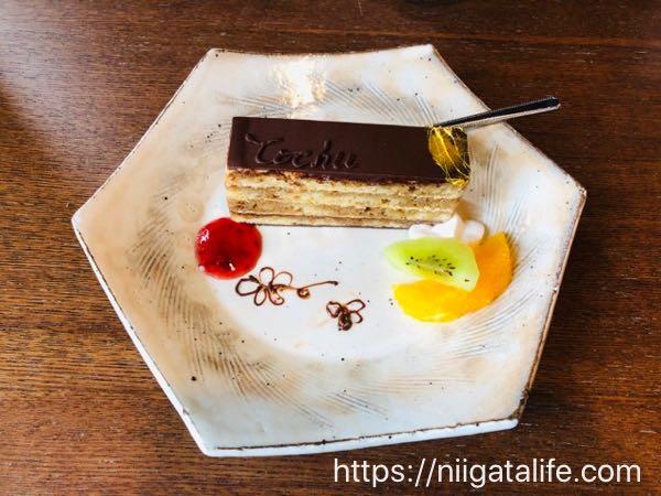 東忠オペラとアマレロブルボンのケーキセット
