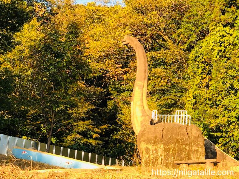 小千谷/道の駅 ちぢみの里隣の恐竜のいる公園