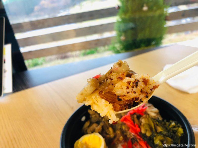 う米家キッチンカーの「ルーロー飯」食べたよ!