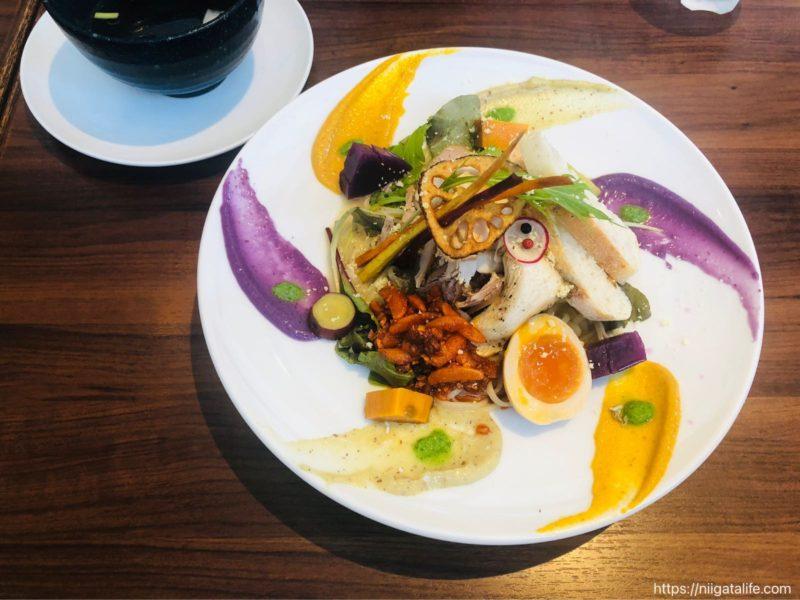 【おぢや麺フェス】麺やようかのコラボ麺の美しき姿に見とれてしまう