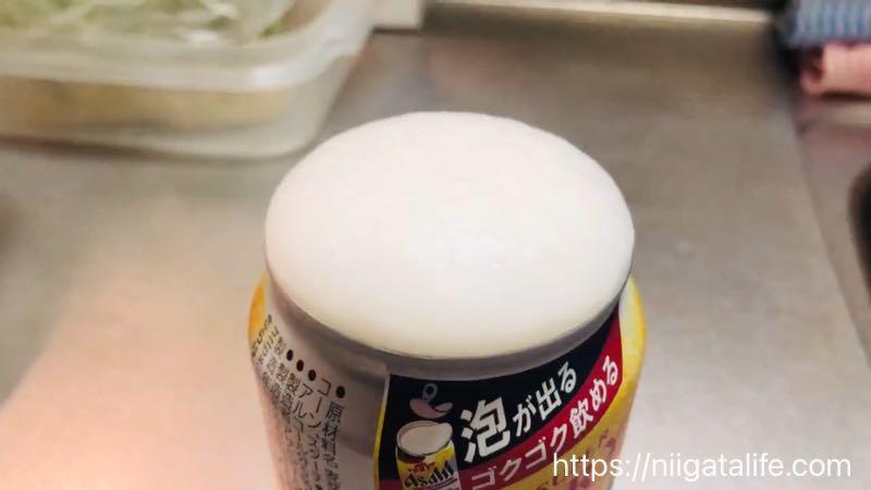 アサヒスーパードライの「生ジョッキ缶」を開封!泡がモコる様子を3秒おきに見せるよ!